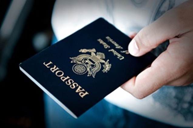 Man holding a USA passport